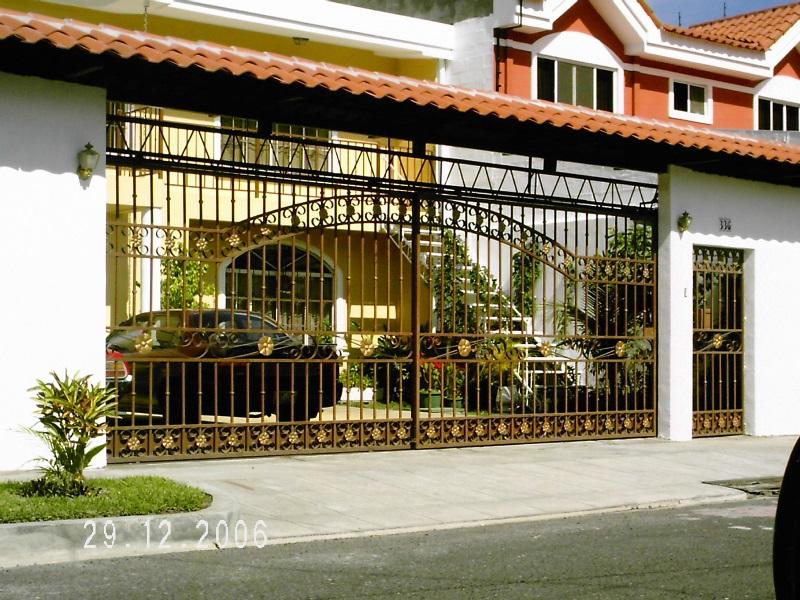 Venta de puertas de hierro en el salvador puertas for Jardin 935 bahia blanca